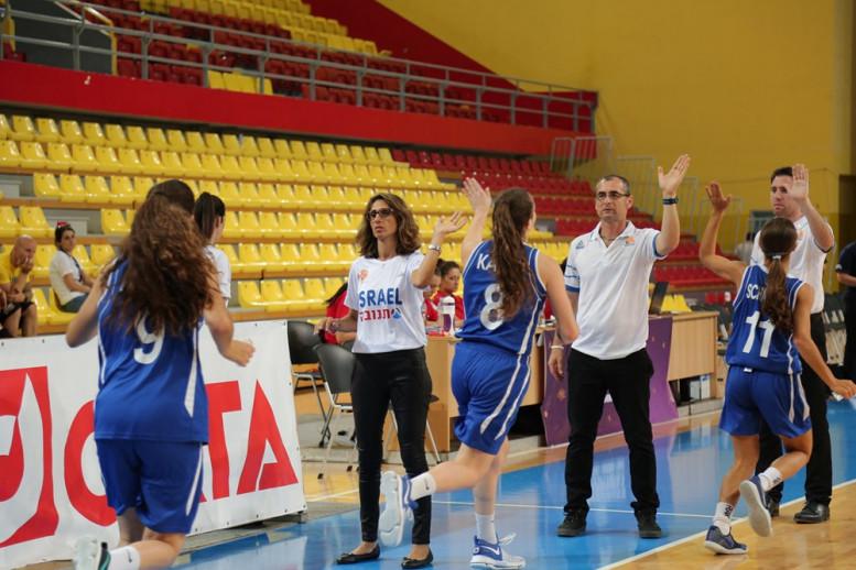 נבחרת הקדטיות: ניצחון ראשון באליפות אירופה; גברה על איסלנד 48-63