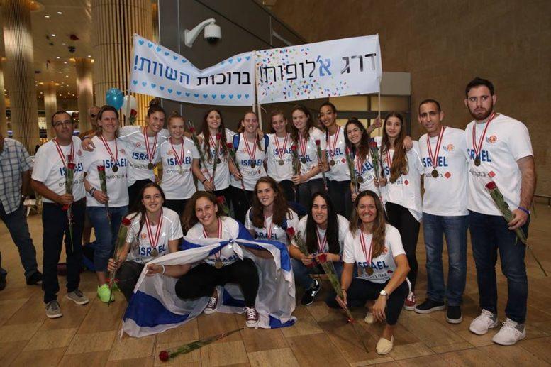 נבחרת הנערות חזרה לארץ לאחר שסיימה שלישית באליפות אירופה והעפילה לדרג א'