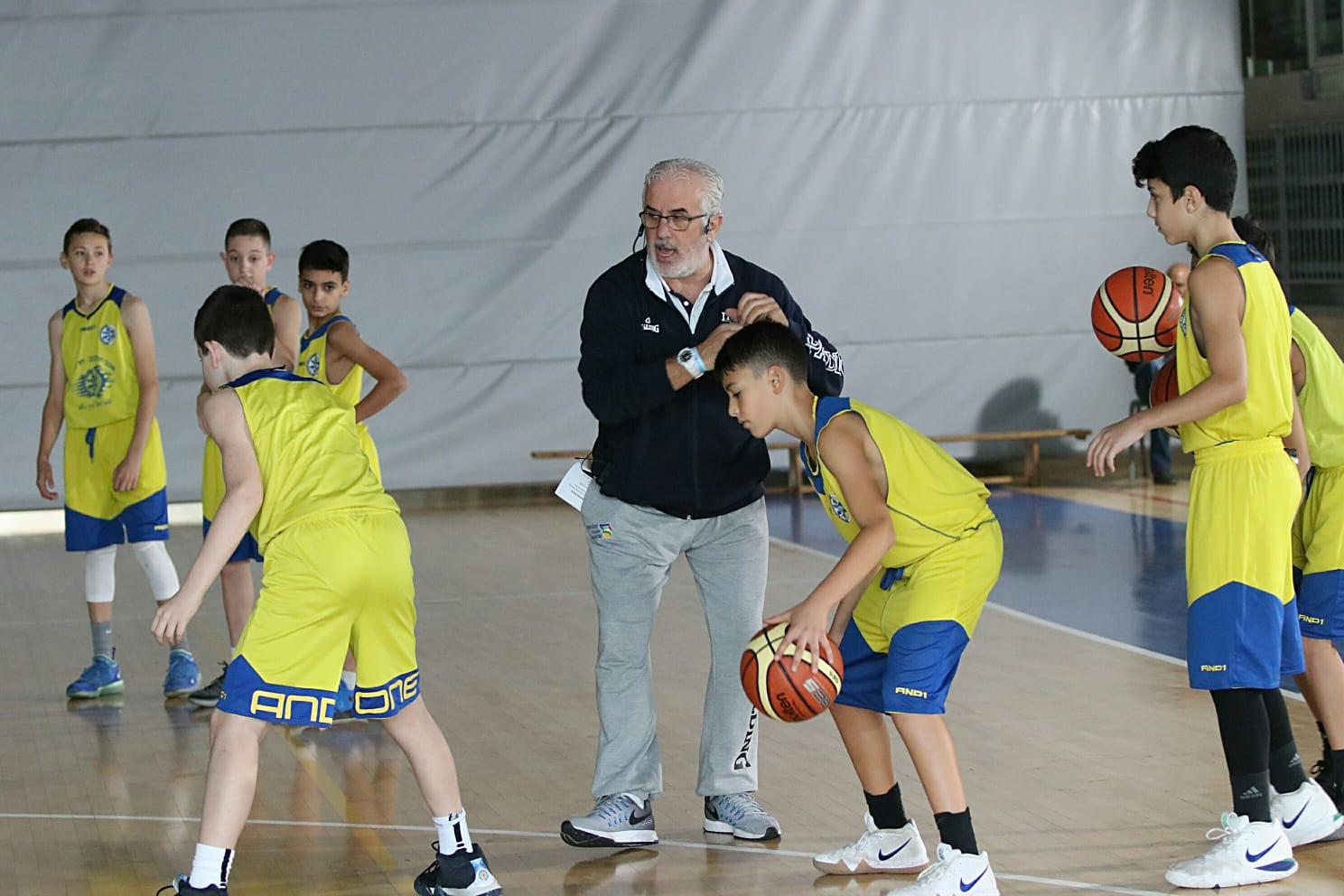 """220 הגיעו להשתלמות ע""""ש יהושע  רוזין בנושא אימון והדרכת ילדים בכדורסל"""