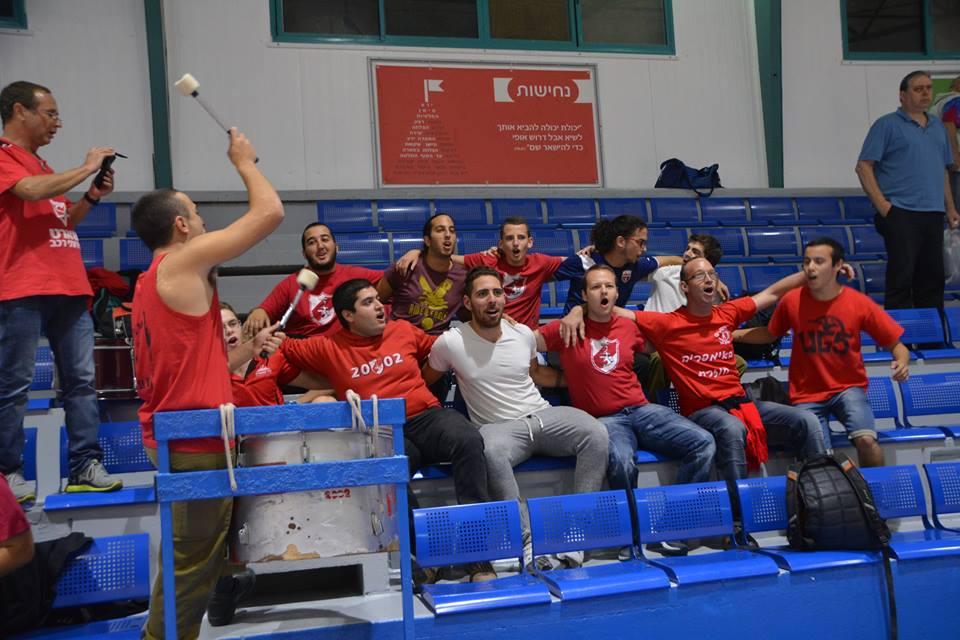 האוהדים האדומים חוגגים # צילום: אלעזר פינקוביץ', מתוך דף הפייסבוק של המועדון