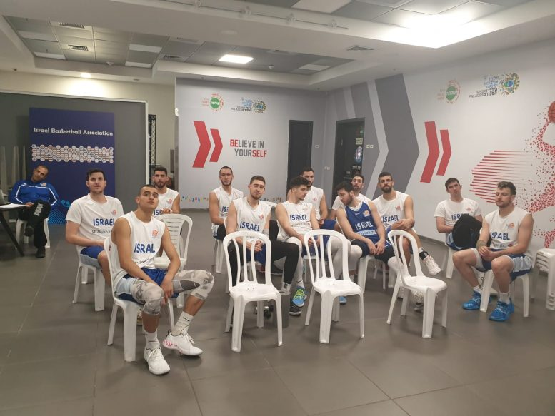 נבחרת ישראל חזרה להתאמן לקראת המשחק מול רומניה; ג'ייק כהן ודני אבדיה הצטרפו לאימונים